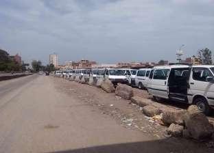 محافظ القاهرة يوجه المسؤولين بمراقبة المواقف العشوائية