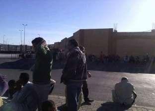 """وقفة احتجاجية لـ""""حاملي الأمتعة"""" في ميناء سفاجا اعتراضا على نظام التشغيل"""