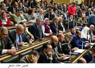 نائب عين شمس يفتتح منفذ بيع للسلع التموينية لمواجهة غلاء الأسعار