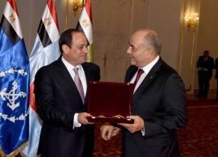 السيسي يكرم الفريق محمود حجازي ويمنحه وسام الجمهورية من الطبقة الأولى