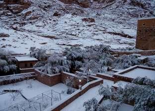 بالصور.. سانت كاترين تتحول لمدينة بيضاء بسبب الثلوج.. والمواطنون سعداء