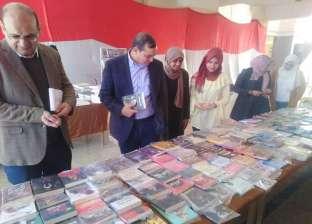 رئيس جامعة سوهاج يفتتح فعاليات معرض الكتاب بكلية التجارة