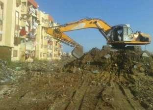 استمرار أعمال تسوية التربة داخل المسطحات الخضراء بحي الضواحي ببورسعيد
