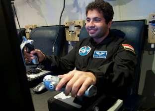 """شعار """"الألمانية"""" و""""عمر بن الخطاب"""" على بدلة أول رائد فضاء مصري بـ""""ناسا"""""""