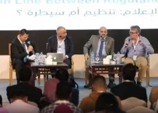 """شد وجذب على منصة """"إعلام مصر"""" بسبب المادتين 4 و5 من """"قانون التنظيم"""""""