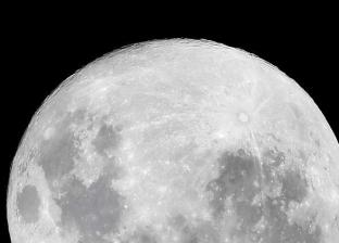 علماء فلك يرصدون «حركة الماء» على سطح القمر