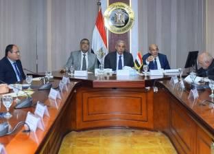 وزير التجارة يترأس اجتماع المجلس الأعلى للصناعات النسيجية