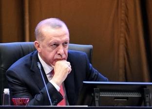 معارض تركي: رجال أعمال أردوغان يأخذون العمال لحما ويرمونهم عظما