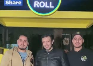 حكاية طالب جامعي يتجول في شوارع الزقازيق بـ«عربة آيس كريم»: الشغل مش عيب