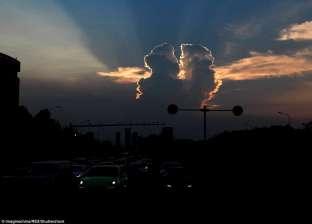 بالصور| صدق أو لا تصدق.. الغيوم تقبل بعضها في سماء الصين