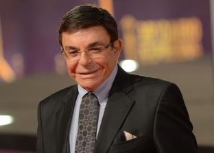"""في عيد ميلاده.. سمير صبري إعلامي """"محترم"""" بزي جرسون"""