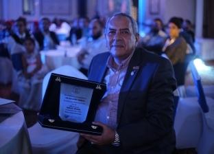 """جامعة قناة السويس تكرم رئيس """"عقول عظيمة"""" لدعمه شباب الأطباء"""