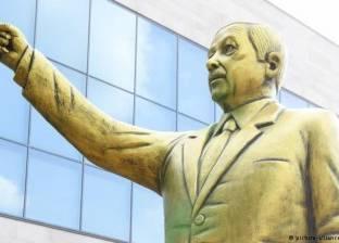 """تمثال أردوغان الذهبي يثير الجدل في مهرجان """"الأخبار السيئة"""" بألمانيا"""