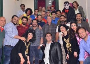 """محمود حميدة يحضر عرض """"الشقة"""" على خشبة مسرح النهار"""