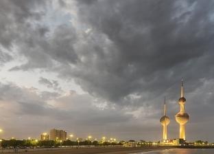 """""""إغلاق المطار ومناشدات بالتزام المنازل"""".. تداعيات الطقس السيئ بالكويت"""