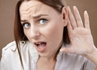 مرض نادر.. امرأة لا يمكنها سماع صوت الرجال