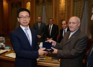 العصار ووزير الشباب يفتتحان فرع البنك الأهلي في نادي الجزيرة