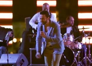 بالفيديو| حمادة هلال ينهار من البكاء بسبب وفاة طفلة في حفل غنائي له