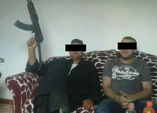 """ضبط تاجر مواشي بعد تداول صور له على """"فيسبوك"""" ببندقية ألية بالمنوفية"""