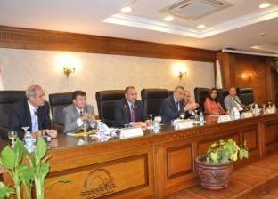 """رئيس """"شمال الجيزة"""": تغريم شركات الخدمات لتركها الشوارع """"مكسرة"""""""