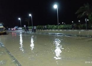 بالصور| الدفع بسيارات لشفط مياه سيول وادي الطور