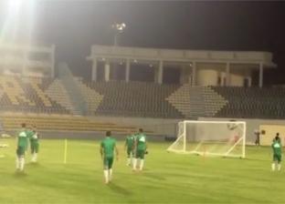 المنتخب الجزائري يبدأ مرانه على استاد بتروسبورت