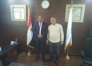 """والد محمد صلاح يلتقي رئيس البريد لإنشاء مكتب في قرية """"نجريج"""""""