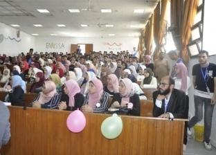 """عميد """"طب الأسنان"""" بجامعة القناة يستعرض للطلاب الجدد الخدمات المقدمة"""