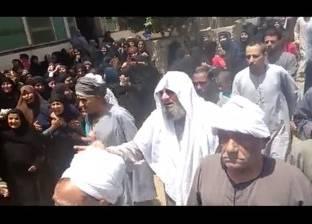 """المئات يشيعون جنازة الشهيد """"مصطفى حسن"""" بمسقط رأسه في ملوي"""