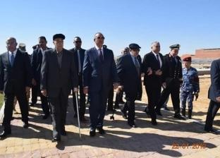 محافظو البحر الأحمر يضعون أكاليل الزهور على مقابر شهداء حرب الاستنزاف