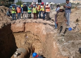"""إصلاح كسر بخط المياه الرئيسي قطر 1000 ملل بـ""""مرغم"""" غرب الإسكندرية"""