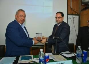"""رئيس """"التنظيم والإدارة"""" بالشرقية يكرم اللواء خالد سعيد"""