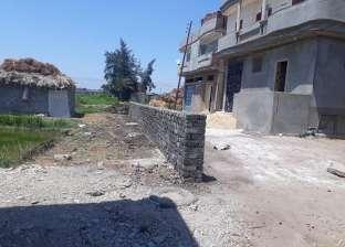 حملة لإزالة التعديات على الأرض الزراعية في كفر سعد