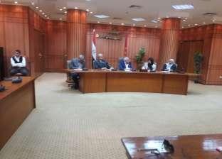 محافظ بورسعيد يبحث تدريب الشباب على أعمال اللوجستيات