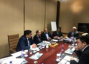 وزير التجارة يبحث الاستثمار في إنتاج الزجاج والسيارات مع شركات صينية