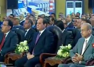 وزير الكهرباء يعرض فيلما تسجيليا عن المشروعات الجديدة بحضور السيسي