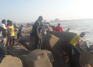 محافظ الدقهلية: 6 بحارة لانتشال جثة طالب المنصورة العالقة بالصخور