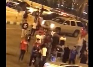 """بالفيديو  """"خناقة شباب وبنات"""" في السعودية"""