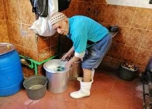 «أبوبكر» بيصحى الفجر وبيغسل أطباق فى مطعم شعبى: 12 ساعة أشغال شاقة عشان ما أمدش إيدى لحد