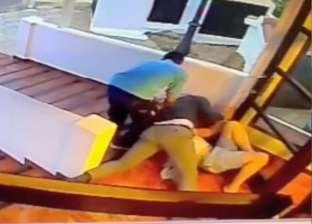 بالصور| مدير فندق بإسبانيا يضرب نزيلا أمام زوجته وأطفاله لهذا السبب