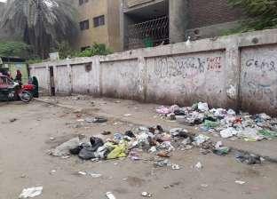 بالصور| القمامة تحاصر 3 مدارس بشبرا الخيمة.. وطبيب: فرصة لانتقال الأمراض