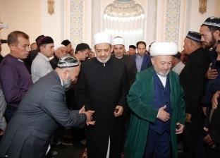 """شيخ الأزهر يؤدي صلاة الجمعة بمسجد """"حضرة الإمام"""" في أوزبكستان"""