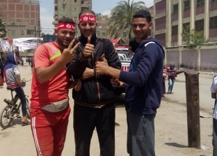 رقص شعبي أمام لجان دار السلام فرحا بالمشاركة في الاستفتاء