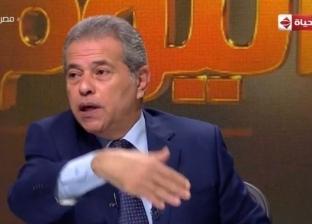 """توفيق عكاشة ينفعل بسبب """"ذباب"""" في الاستوديو: """"دي جريمة"""""""