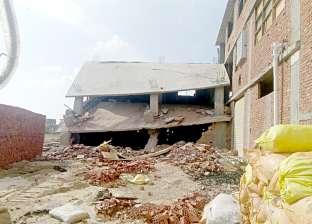 """صور.. إزالة مبنى على أرض أملاك الدولة بمنطقة """"شطا"""" بدمياط"""