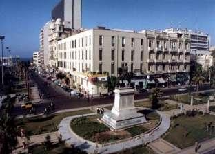 """مرشح يعلق لافتات دعائية على تمثال """"محمد علي"""" بالإسكندرية"""