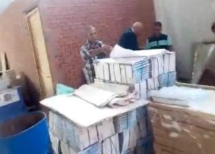 القبض على صاحب مطبعة ينسخ الكتب الخارجية بقصد التربح دون تصريح