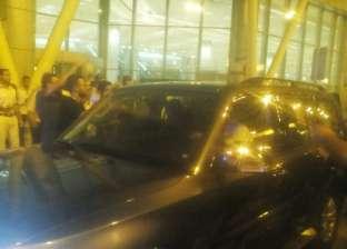 بالفيديو| لحظة وصول محمد صلاح إلى مطار القاهرة
