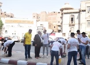 """بالورود.. """"المصريين الأحرار"""" يطلق حملة نظافة بمحيط مدارس أسيوط"""