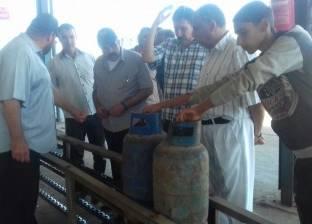 """رئيس """"كفر الدوار"""" يتفقد توافر أسطوانات الغاز بمصنع التعبئة"""